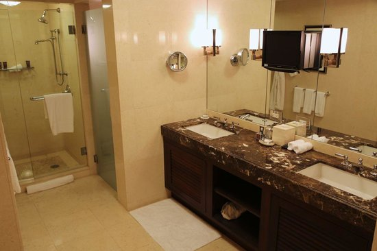 The Ritz-Carlton, Fort Lauderdale: Guest Bathroom