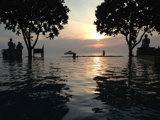 Layana Resort and Spa: Watching the sunset from the pool