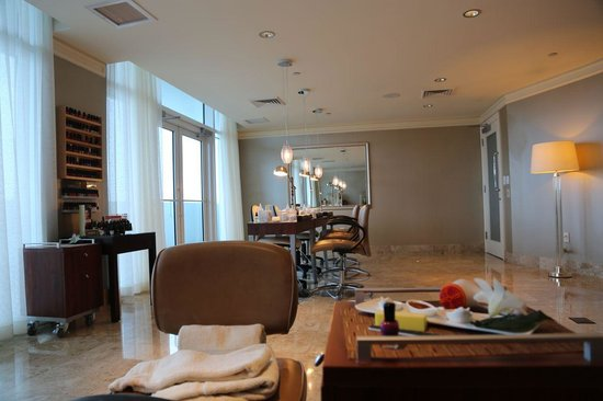 The Ritz-Carlton, Fort Lauderdale: Nail Salon in Spa Area