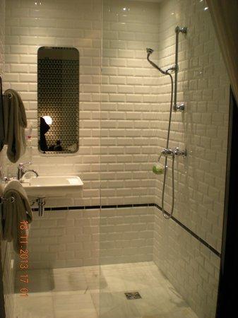 hotel emile sala da bagno a vista con doccia a pavimento