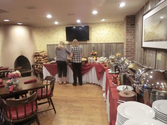 Inn of the Governors: breakfast buffet