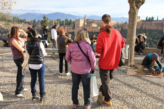 Play Granada: Grilling our guide, Malik