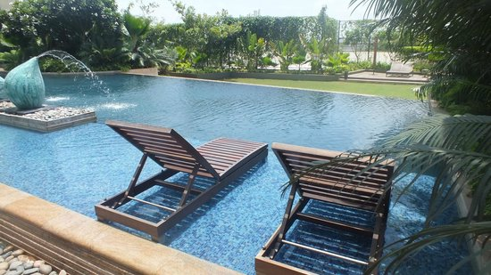 Hyatt Pune : poolside