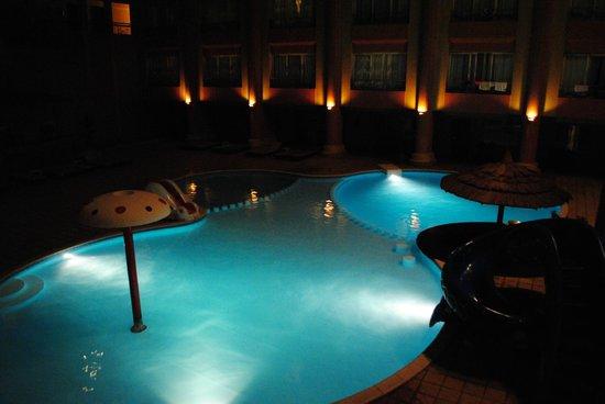 Hurghada SeaGull Beach Resort: вид из номера вечером