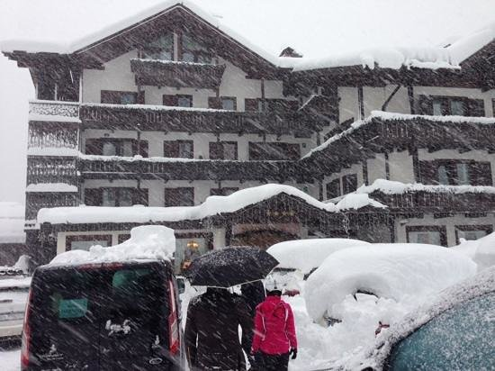 Hotel Lorenzetti: 26-12-13 nevicata incredibile: 1 metro di neve!!!