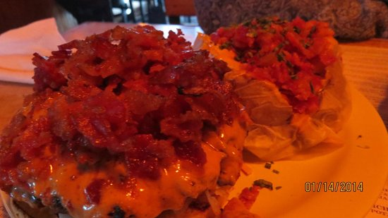Yo-Mama's Bar and Grill : bacon peanut butter cheeseburger...awesome!