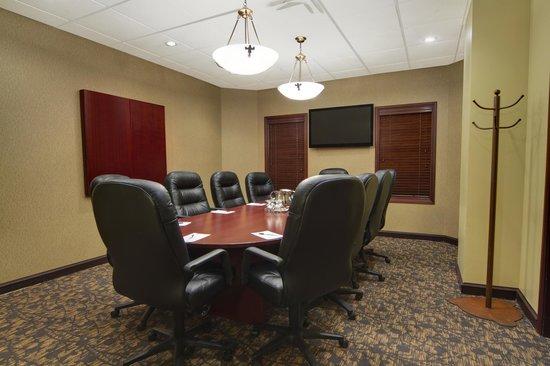 Best Western Plus Winnipeg Airport Hotel : Executive Boardroom