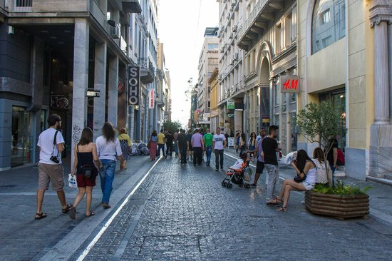 Hotel Grande Bretagne, A Luxury Collection Hotel : Ermou shopping a quick walk from the Grande Bretagne