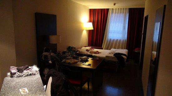 NH Wien City: Livingroom