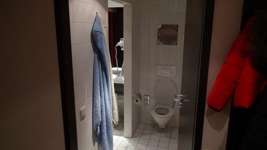 NH Wien City: Bathroom