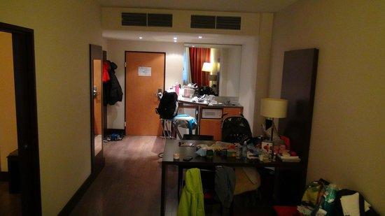 NH Wien City: Small kitchen