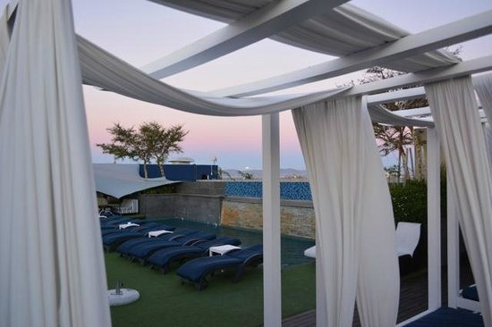 Cape Royale Luxury Hotel: rooftop sunset 2
