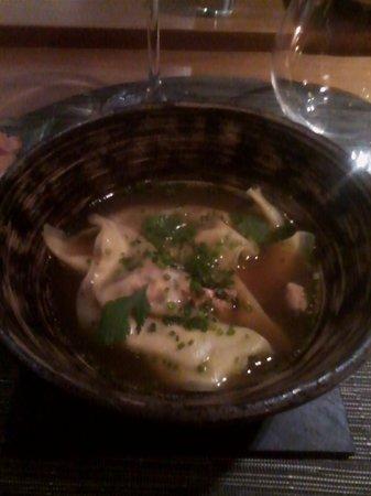 Iloli: Zuppa di ravioli ripieni di fois gras