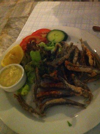 Volcano Blue : pesci fritti con salsa all'aglio