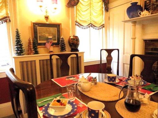 Flag House Inn: the beautiful dining room