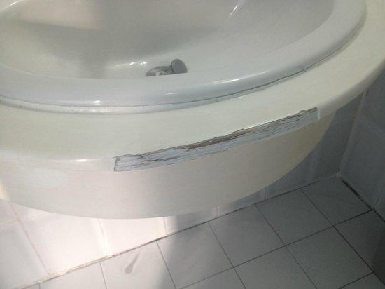 Hotel Coco Playa : Lavabo cassé