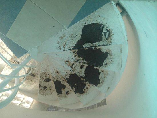 Hotel Coco Playa : Acces au chambre dévoré par la rouille