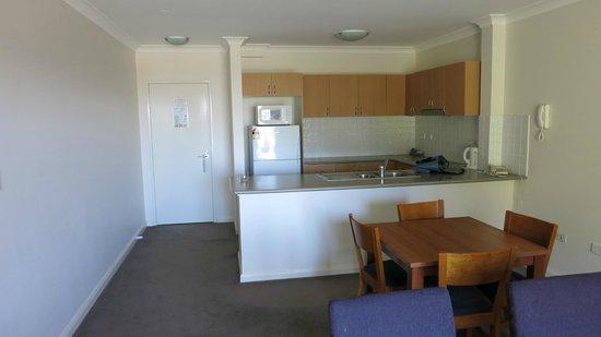 Leisure Inn Spires - Blue Mountains: Kitchen