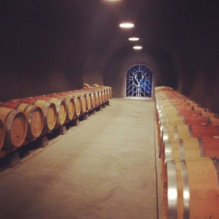 Knight Wine Tours: Bremer Winery cave