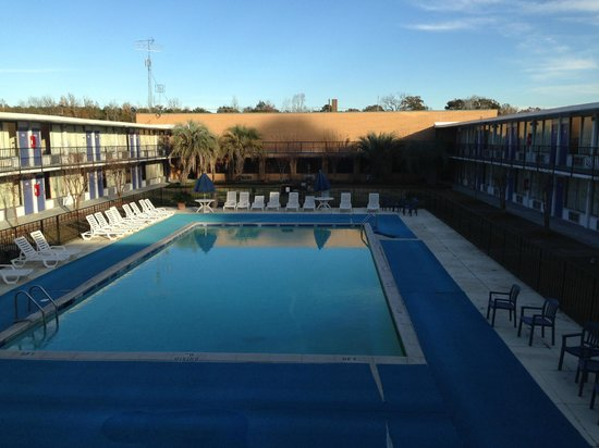 Motel 6 Leesville: pool