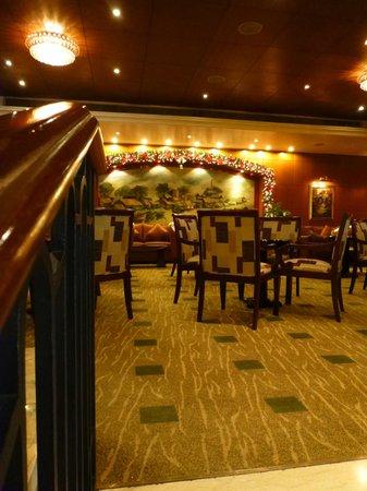 Saigon Prince Hotel : Bar area in the foyer