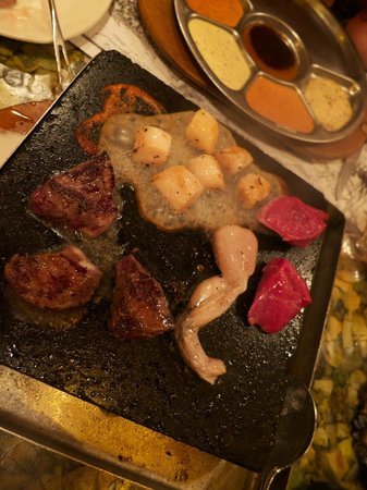 Grizzly House Restaurant: Exotic meat on a hot stone