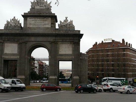 Hotel Puerta de Toledo: Exterior