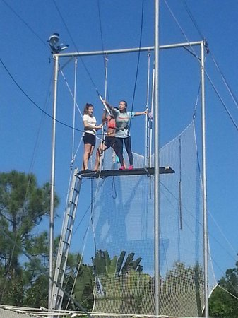 Aerial Trapeze Academy : Instructors are there to help you every step of the way