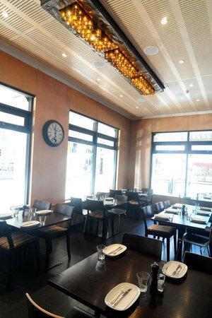 Avida Bar: dining room