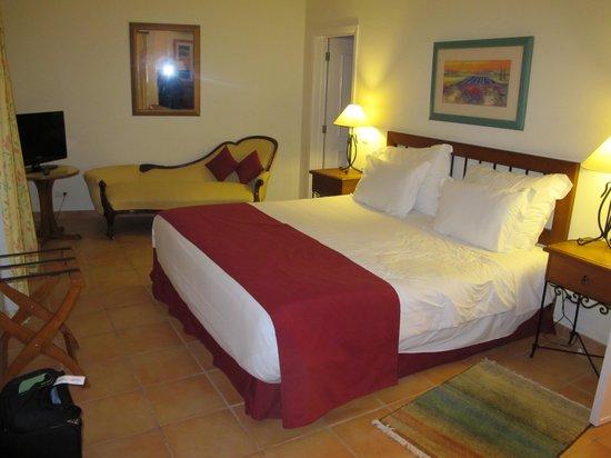 Pestana Palm Gardens: Master bedroom