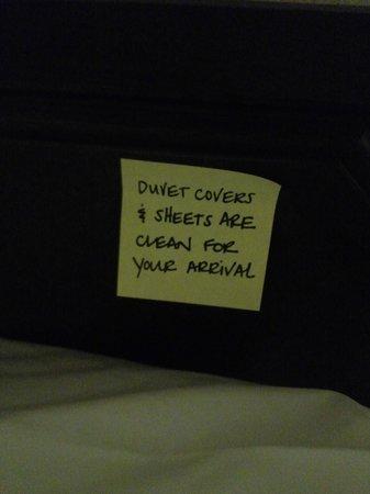 Hampton Inn & Suites - San Marcos: The duvet sticky note