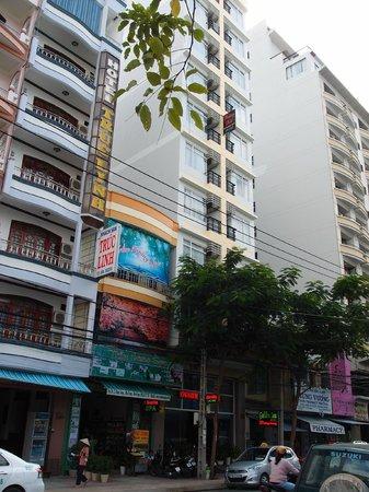 Hoang Hai (Golden Sea) Hotel: Inner street