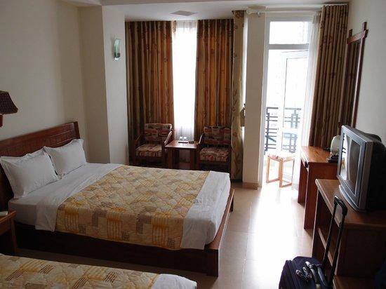 Hoang Hai (Golden Sea) Hotel: big room
