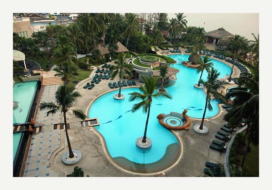 Hilton Hua Hin Resort & Spa : Pool viewed from room's balcony
