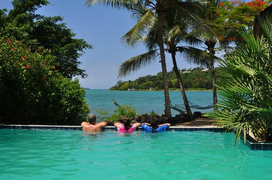 Fatumaru Lodge: Pool across to the bay