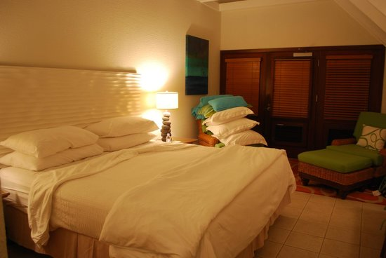 Peter Island Resort and Spa : Room (after it was turned down)