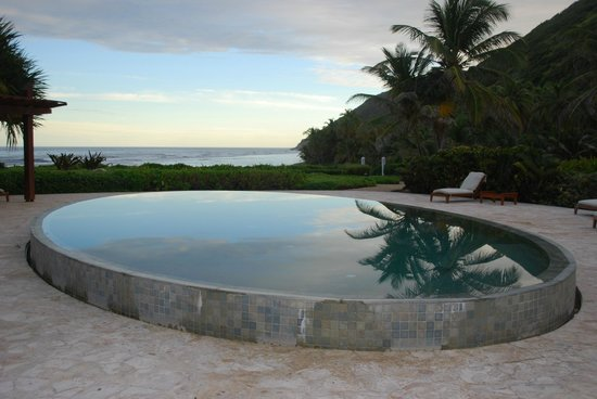 Peter Island Resort and Spa: Infinity Pool at Spa