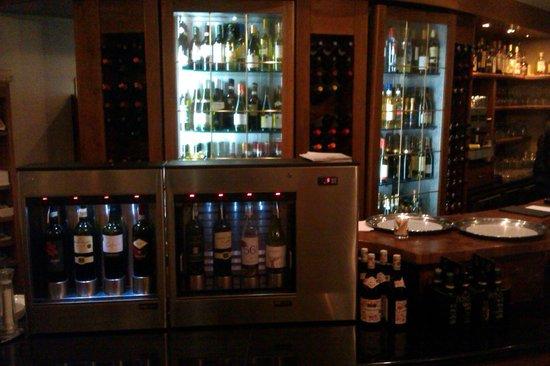 Marina Hotel Corinthia Beach Resort: wine