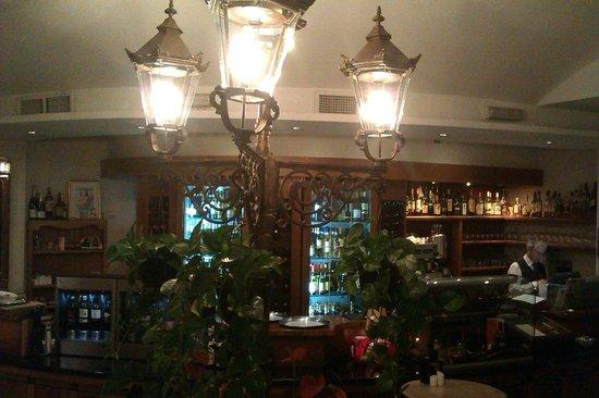 Marina Hotel Corinthia Beach Resort: restaurant