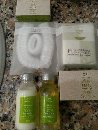 Quality Hotel Fortaleza : Kit de amenites (toca de banho e elástico para prender o cabelo)