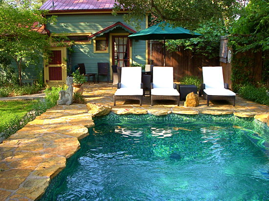 Park Lane Guest House: Cool Pool and the Carriage House