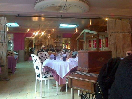 Hotel Brunel Le Rocher Blanc : très jolie salle a manger