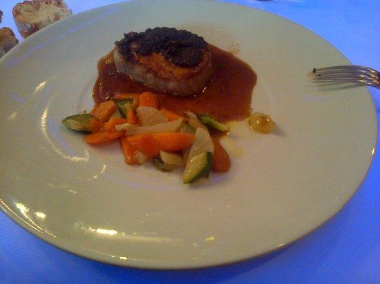 Hotel Brunel Le Rocher Blanc : grillade de porc aux petits légumes