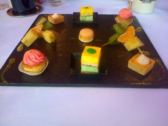 Hotel Brunel Le Rocher Blanc : assiette de dessert