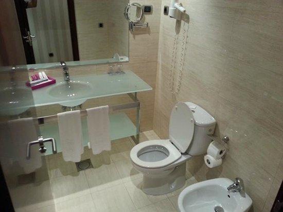 Hotel Zenit Bilbao: Baño
