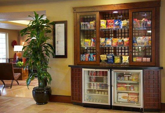 Larkspur Landing Pleasanton: Hotel Market open 24 hours