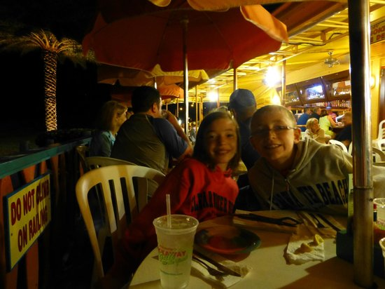 Frenchy's Rockaway Grill: Kids enjoying dinner!
