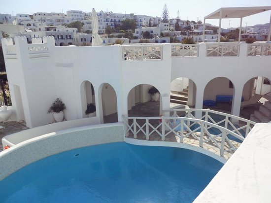 Kanale's rooms & suites: View from our balcony of pool and rooftop bar