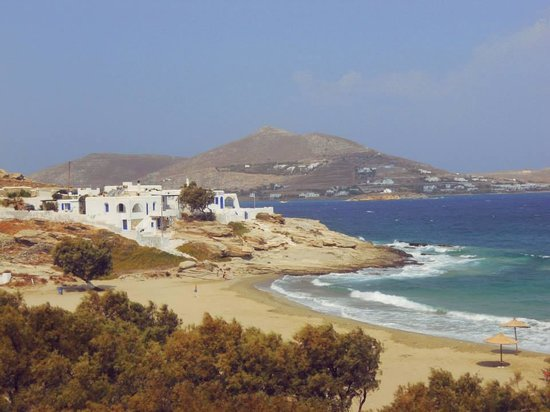 Kanale's rooms & suites: Piperi Beach, Naousa - this beach is steps away from Kanales