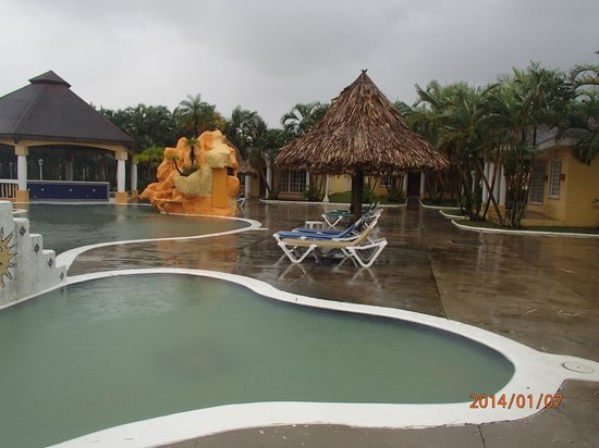 Palma Real Beach Resort & Villas: notre piscine sale